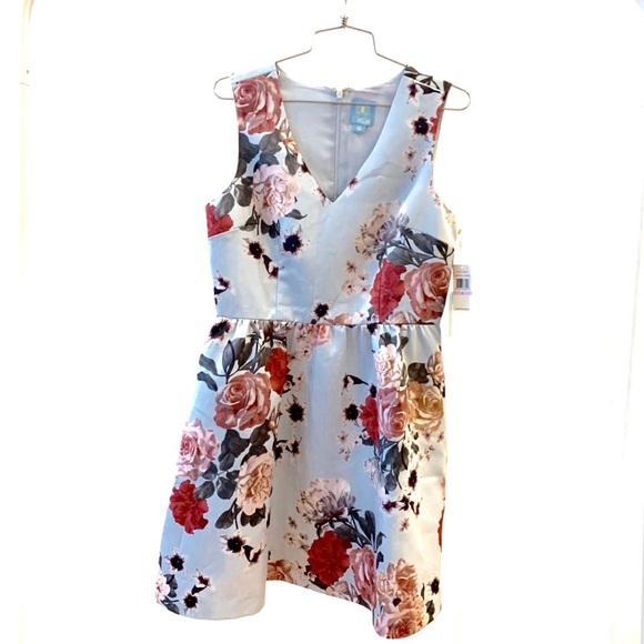 CeCe Dresses & Skirts - CeCe Floral V Neck Dress with Pockets